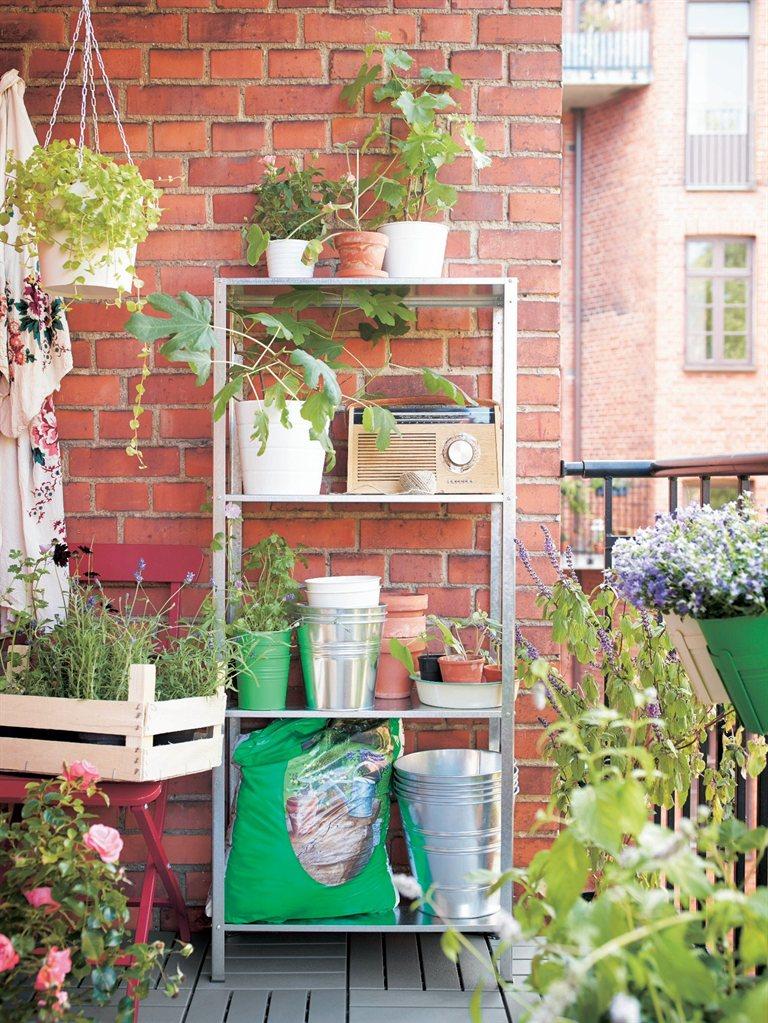 klein aber fein so holst du das beste aus deinem kleinen balkon. Black Bedroom Furniture Sets. Home Design Ideas