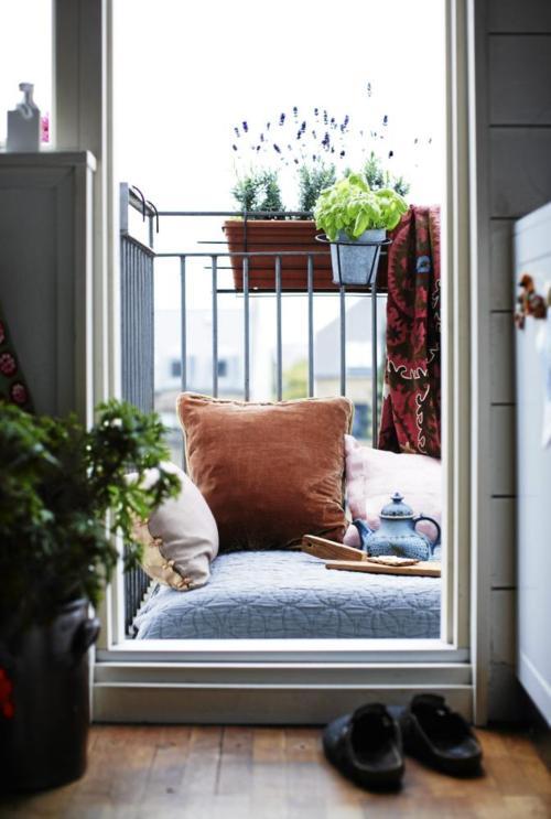 Balkon mit Kissen